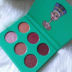 The Nubia By Juvia's 6 color eyeshadow pallet